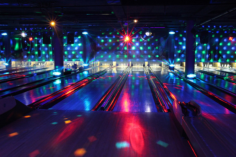Glow in the dark bowling montreal