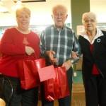 M et Mme Young sont accompagné de leur fille Lynn présidente de la ligue Légion Canadienne